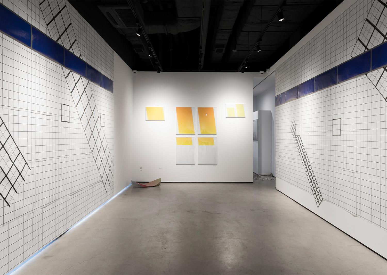곽이브, 면대면_ 동대문역 0, 2, 3+1, 파란띠, 인쇄, 2017@ Kwak  Eve, Face to Face_Dongdaemun Station 0, 2, 3+1, Print, 59.4x42.0cm, 2017