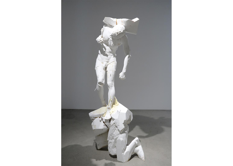 이병호_Statue X_Polyurethane, plaster, wood_200x92x83cm_2019@Byungho Lee_Statue X_Polyurethane, plaster, wood_200x92x83cm_2019