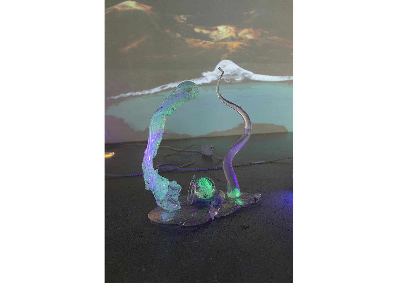 박혜인_Nocturnal creature #2_Glass, luminous glass, 27xH32cm_2021@Hayne Park_Nocturnal creature #2_Glass, luminous glass, 27xH32cm_2021