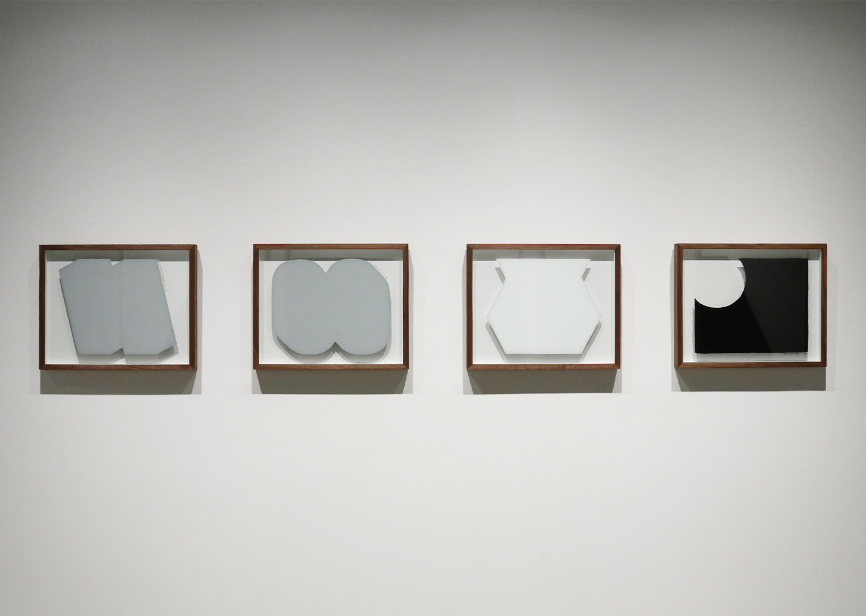 오완석_underpainting Gray Cast-1,2, White 3900 (1), Molten Black AE-54 (1)_유리에 페인트_40x50cm_2020@Oh Wanseok_underpainting Gray Cast-1,2, White 3900 (1), Molten Black AE-54 (1)_paint on glass_40x50cm_2020